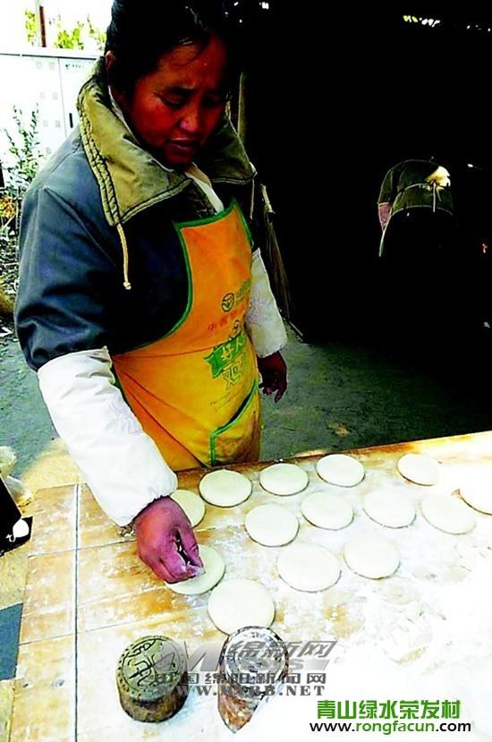 【魏城特产】打饼夫妻要让手艺代代相传-东香饼-魏城新闻-荣发村 第6张