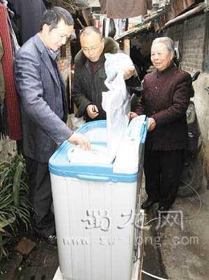 荣发村党员基金会拨出专款购置洗衣机,资助孤寡老人-党员基金会-基金支出-荣发村 第2张